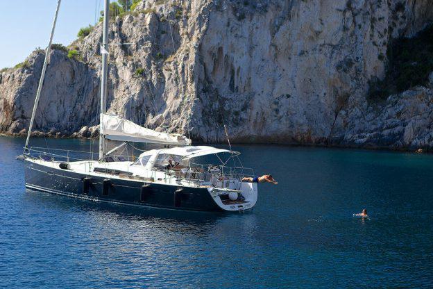 Sự khác biệt giữa du thuyền, thuyền buồm và catamaran