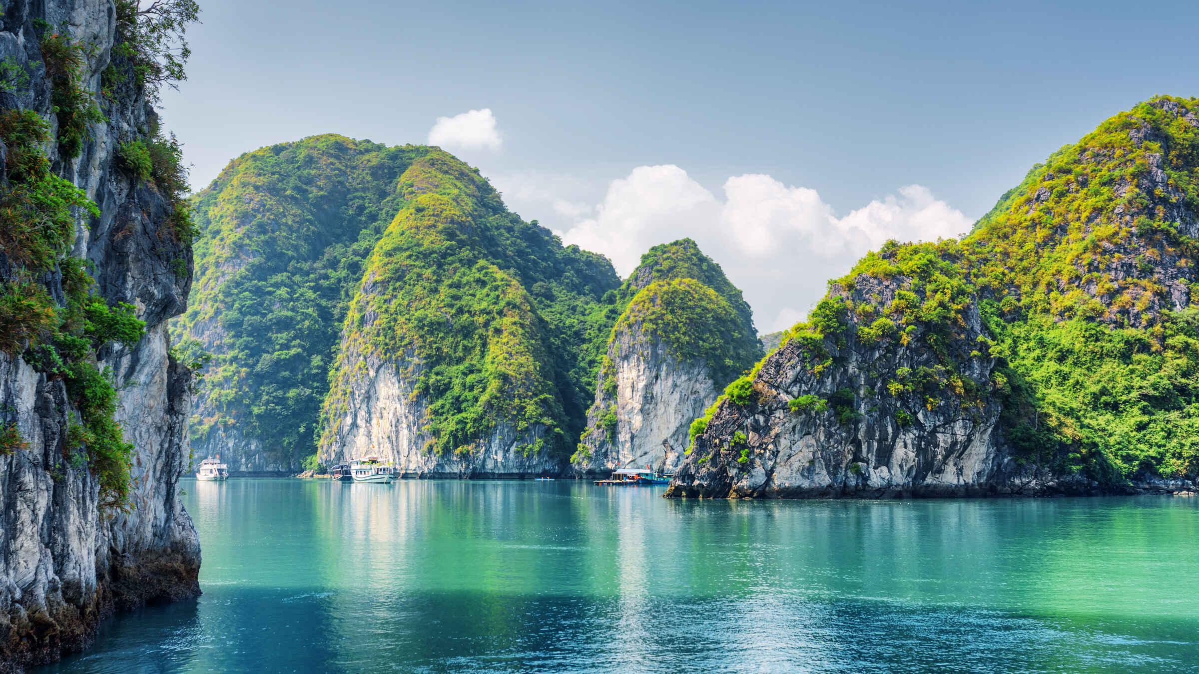 Top 10 điểm đến hấp dẫn nhất tại Hạ Long
