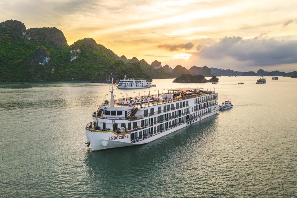 Tour 2N1Đ Du thuyền Indochine Cruises 5 Sao